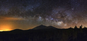 Panorámica desde el norte de Tenerife con la vía láctea por encima del Teide - Vicente R. Bosch