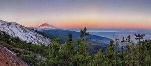 Al amanecer panorámica del parque nacional del Teide nevado y valle de la Orotova - Vicente R. Bosch