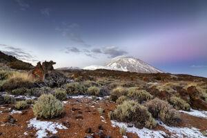 Teide nevado en el parque nacional a las primeras luces del amancer - Vicente R. Bosch