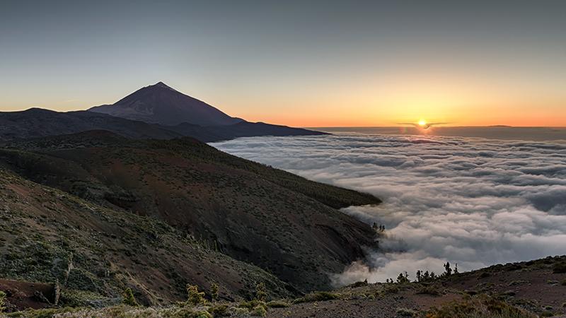 Mar de nubes y atardecer en el parque nacional del Teide