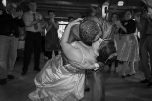 Beso final de baile nupcial