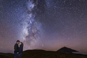 Amor bajo el universo