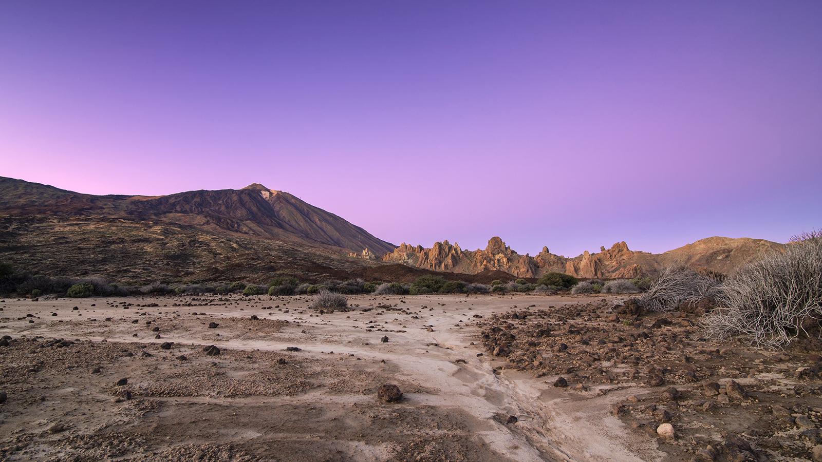 Puedes contemplar un anochecer en el Parque Nacional del Teide