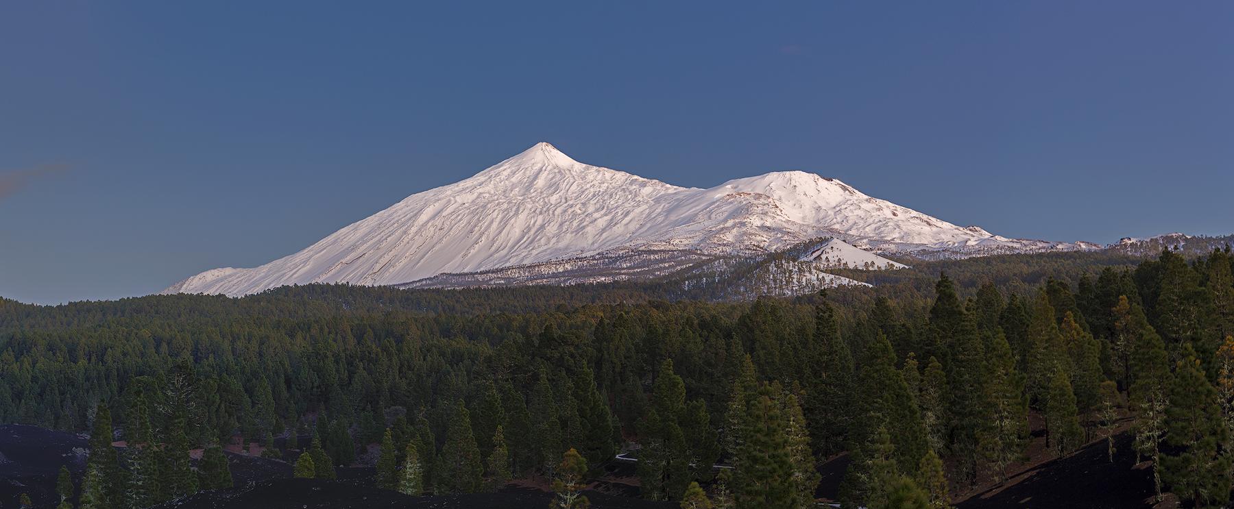 Panorámica del Teide nevado desde Arenas Negras